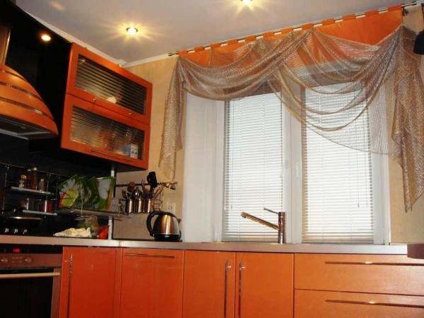 короткие шторы для кухни фото новинки 2021 для маленькой кухни