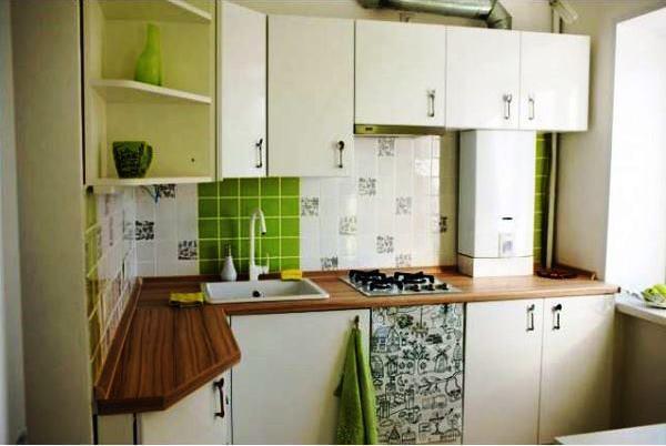 малогабаритные угловые кухни с колонкой дизайн фото