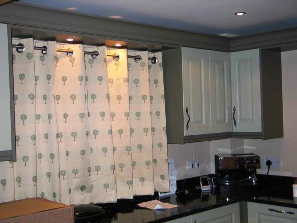 шторы на кухню фото 2021 современные на люверсах
