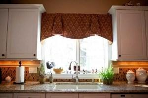 современные короткие шторы на кухню фото 2021