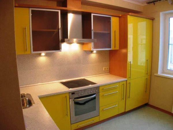 Дизайн кухни фото 9 кв метров фото с холодильником