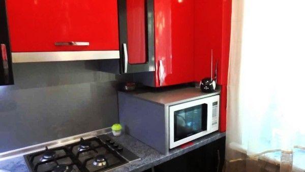 Маленькая кухня с колонкой в хрущевке фото