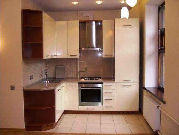 дизайн кухни в хрущевке с холодильником и газовой колонкой фото 13