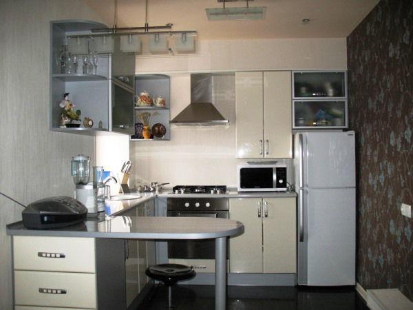 дизайн кухни в хрущевке с холодильником и газовой колонкой фото 4