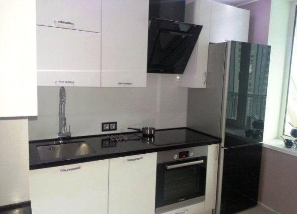 дизайн кухни в хрущевке с холодильником и газовой колонкой фото 5