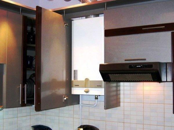 Фото кухни в хрущевке с колонкой