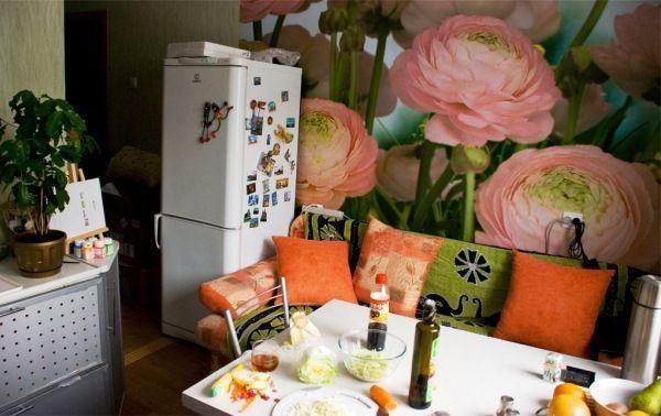 фотообои на кухню возле стола фото цветы