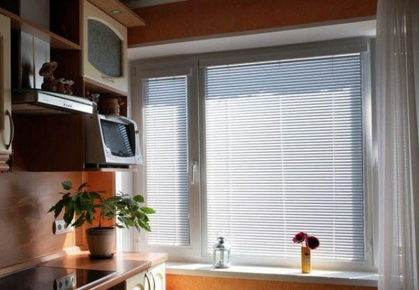 Горизонтальные жалюзи на кухню фото