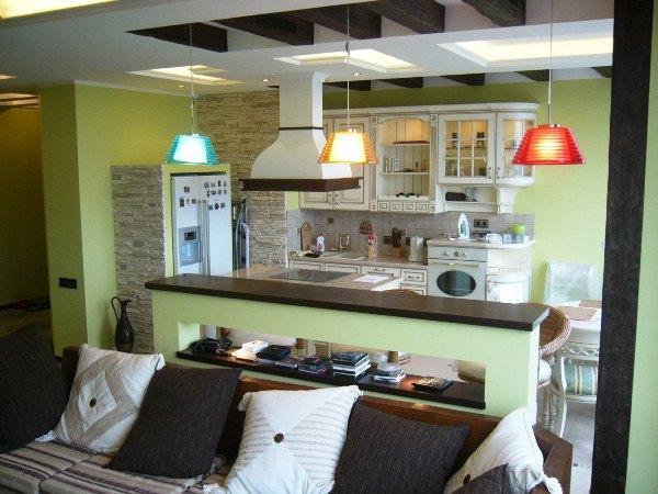 красивые интерьеры квартир фото кухни совмещенной с гостиной фото 3