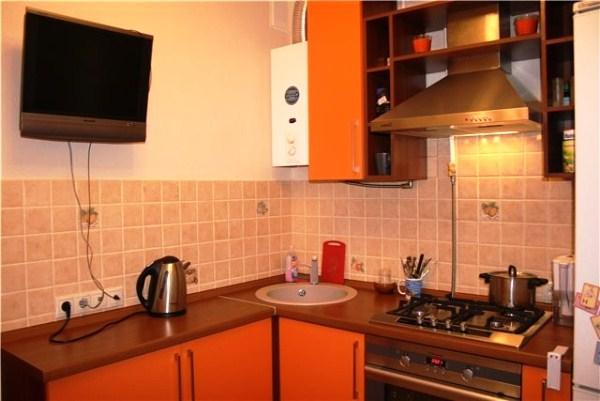Кухни фото дизайн малогабаритные угловые с колонкой