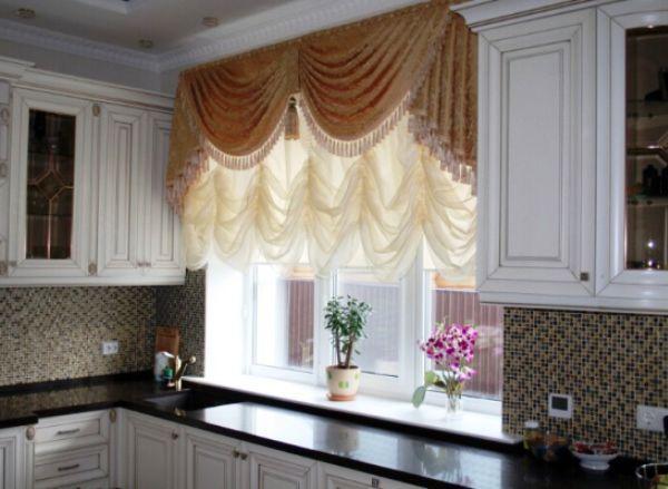 шторы на кухню фото 2020 современные в маленькую кухню фото 4