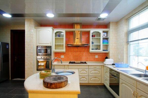 Кухня в коттедже фото