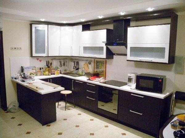 Угловой кухонный гарнитур с барной стойкой фото